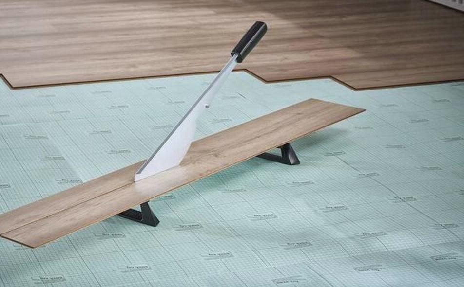 Foto van een laminaatknipper